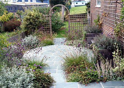 Creating a cottage garden style